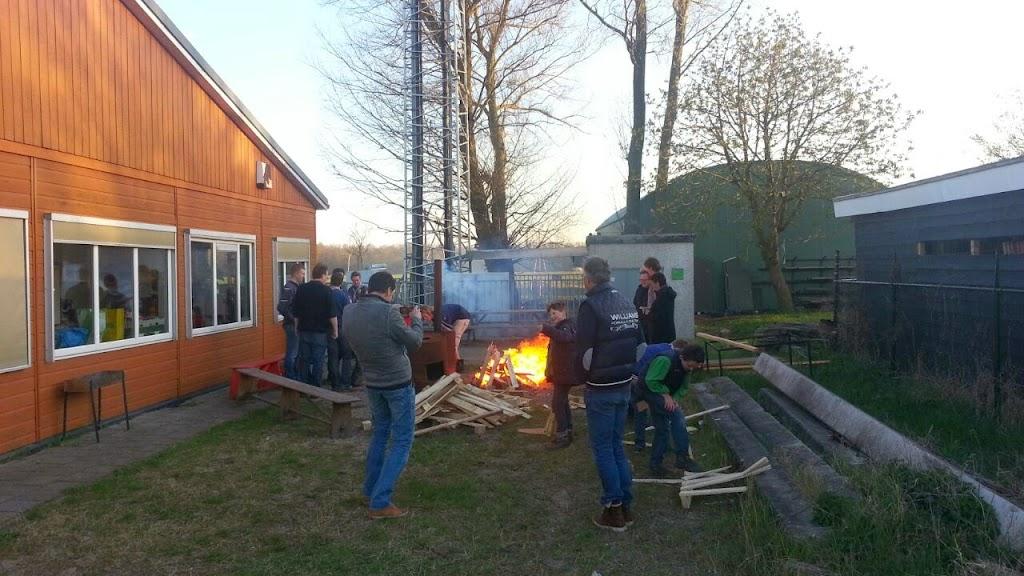 Na het eten vuurtje stoken aangemaakt met de firestarter