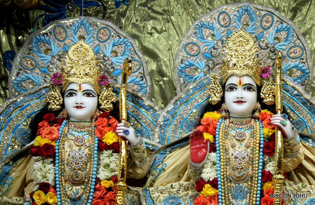 ISKCON Juhu Sringar Deity Darshan on 30th Dec 2016 (25)