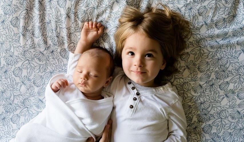 evitar-celos-entre-hermanos-escuela-de-padres-psicología-educación-crianza