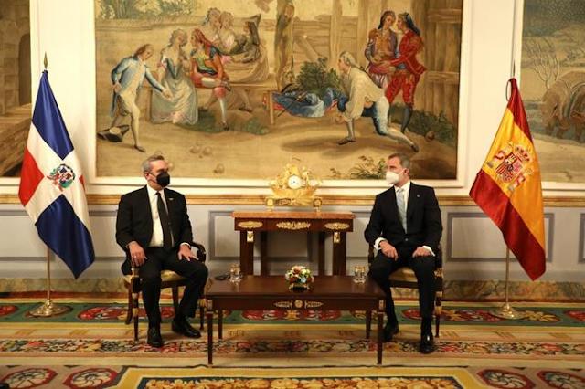 Abinader y el rey de España hablan de crisis económica, vacunación y relaciones entre naciones.