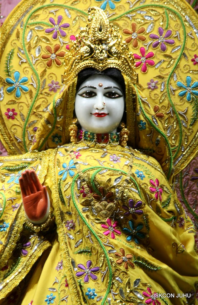 ISKCON Juhu Mangal Deity Darshan on 27 April 2016 (21)