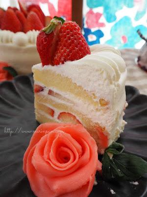 苺のデコレーションケーキ断面