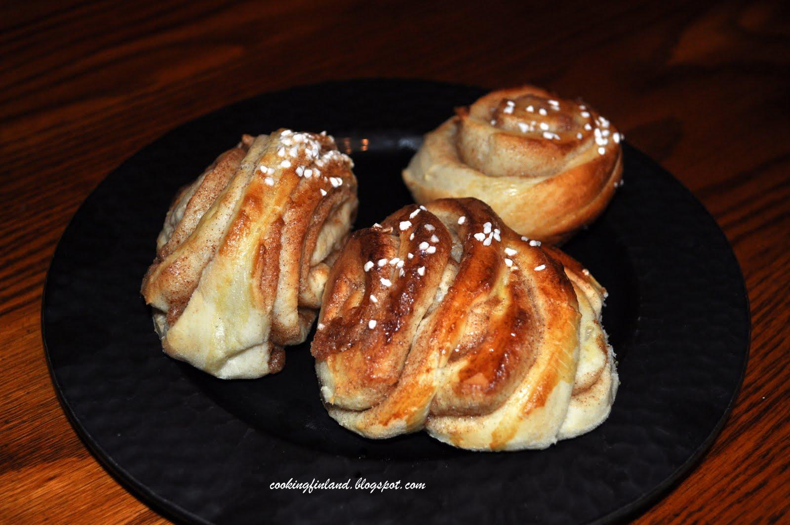 Cooking Finland: Cinnamon buns--Kaneli pulla (korvapuustit)