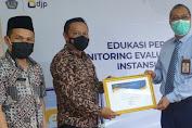 Dinilai Patuh Dalam Perpajakan, Kemenag Soppeng Raih Penghargaan dari KPP Pratama Watampone