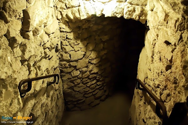 Pałac w Kurozwękach - podziemna trasa turystyczna
