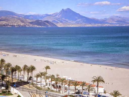 Primera linea de Playa de San Juan, URB. Las Sirenas,