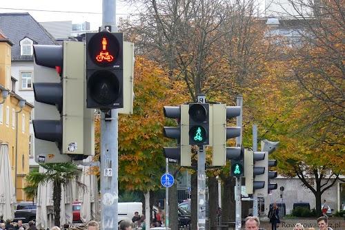 Sygnalizatory świetlne ze wspólną blendą. Takie rozwiązania są już stosowane w Łodzi.