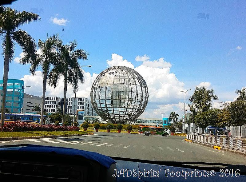 The MOA Globamaze is a 26 diameter steel framed globe