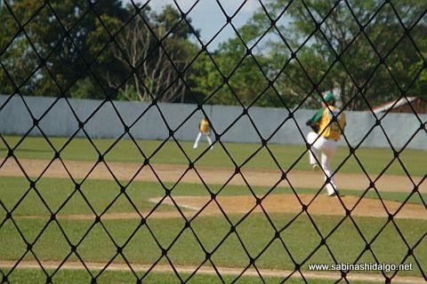 Luis Antonio Valle lanzando en la Liga Tabasqueña de Beisbol