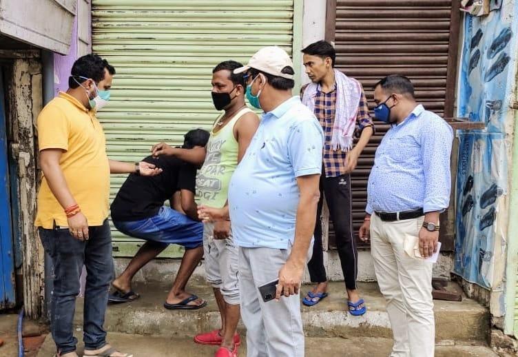 कार्रवाई: लॉकडाउन में खुली पांच दुकानों को किया सील