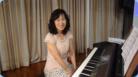 Reiko Noda came from Kobe, Japan to play for us! Well Reiko was on a weeks holiday in New Zealand and so we were privileged to have her play for us on our Yamaha CVP-509. Reiko played some numbers solo and some with backgrounds. Wonderful stuff! Photo courtesy of Dennis Lyons.