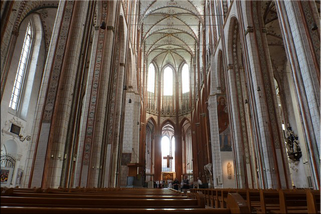 Vista de la nave principal de la iglesia de Santa María (Marienkirche) - Lübeck