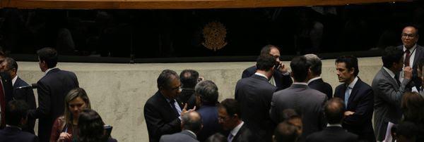 PEC do Teto de gastos é aprovada por 359 votos