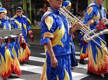 2017.08.13-024 le groupe carnavalesque d'Alizay