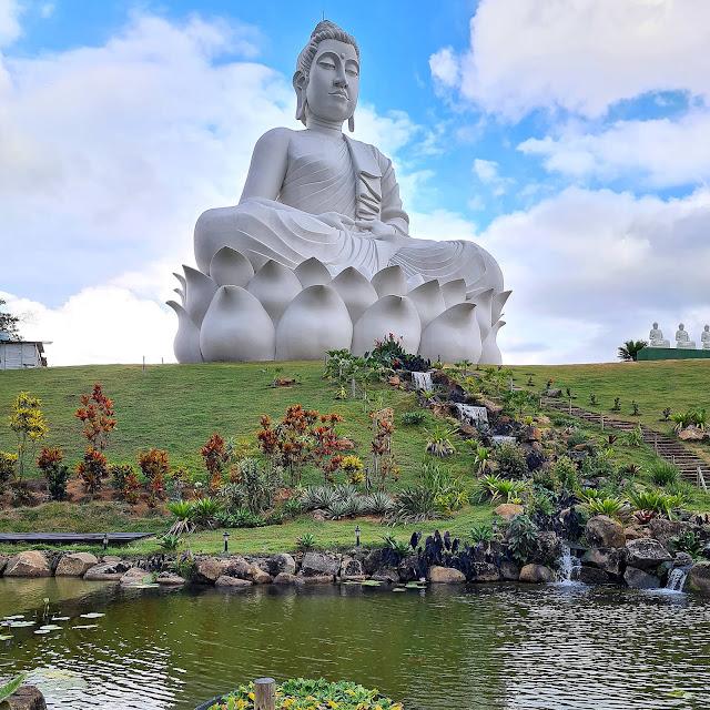 Maior Buda do Ocidente no Mosteiro Zen Budista, ES.