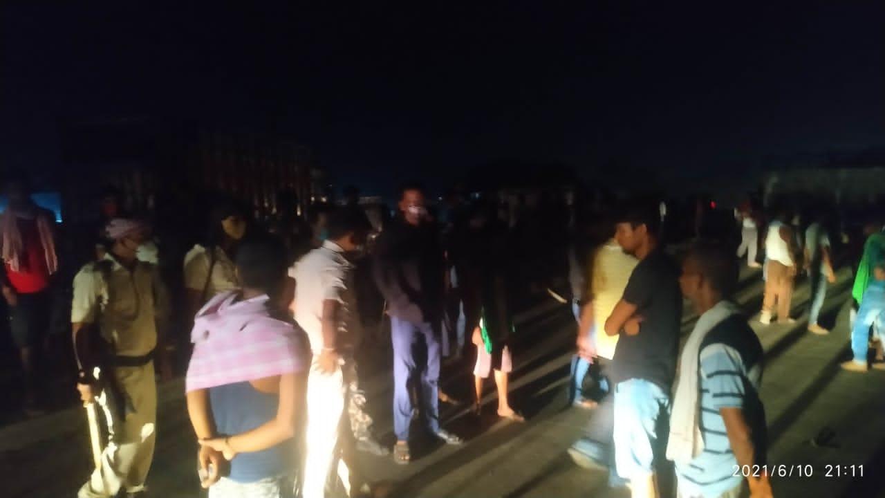 आरा में हथियारबंद अपराधियों ने एक युवक को गोली मारकर की हत्या,आक्रोशितों ने किया सड़क जाम
