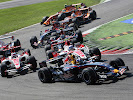 GEPA-0909074438 - MONZA,ITALY,09.SEP.07 - FORMULA 1, MOTORSPORT -  Formula One Grand Prix of Italy, Sunday. Image shows David Coulthard (GBR/ Red Bull Racing) and the field after the start. Keywords: action. Photo: GEPA pictures/ Mathias KniepeissมÎ�(*Đ൧