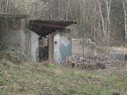 zbytky budovy - za to nemůže detonace, nýbrž zub času