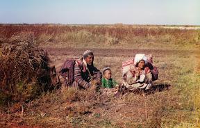 Киргизы-кочевники в Голодной степи (нынешний Узбекистан и Казахстан), около 1910 года