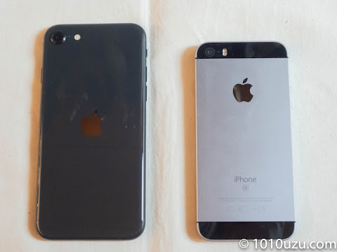 左:iPhone SE(第2世代)、右:iPhone SE(第1世代)