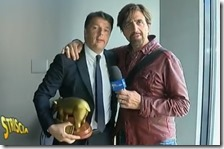 Matteo Renzi riceve il Tapiro da Valerio Staffelli