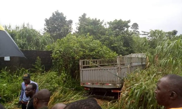 A Fatal Accident In Yenagoa: Dangote Cement Truck Crushes Light Pole And  An Incoming Tricycle At Opolo Express