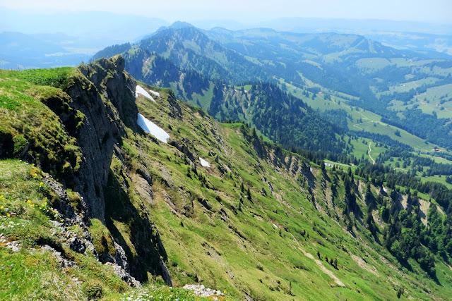 Blick beim Gipfelkreuz Hochgrat nach Westen Nagelfluhkette