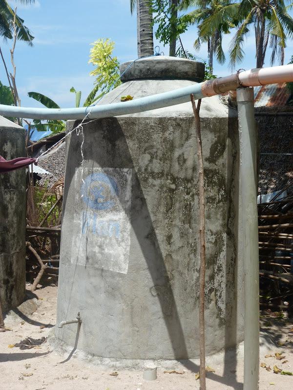 Citerne d'eau. Ile Poron en face des Camotes