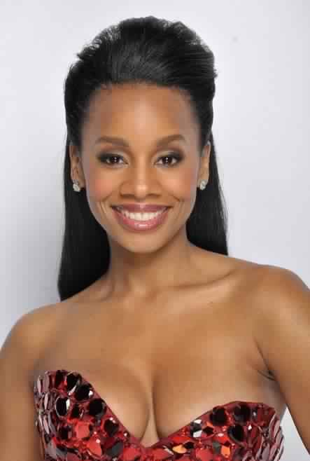 Anika Noni Rose Long Black Hairstyle for Prom