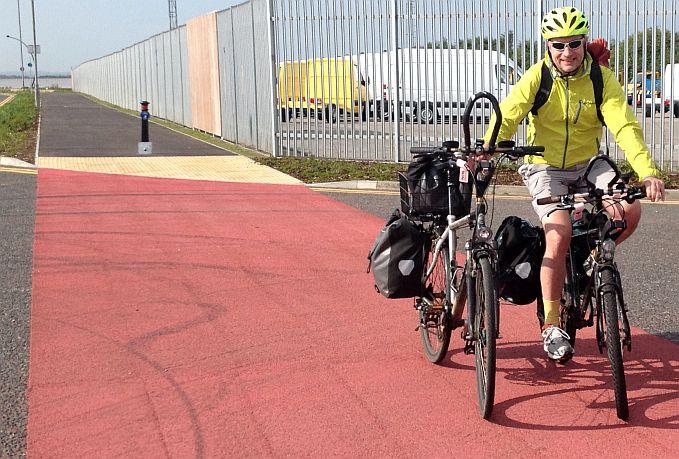 Radeln auf zwei Rädern im Linksverkehr, Hull, England