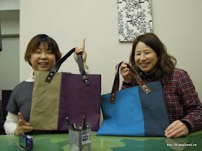 お二人で帆布と革のバッグを作られました。