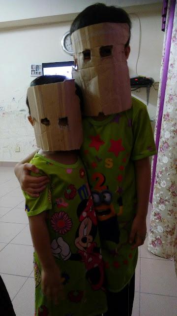 Amani dan Imani Main Robot-robot