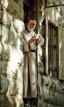 Photo: Anastasio sulla porta di casa di Ain Arik