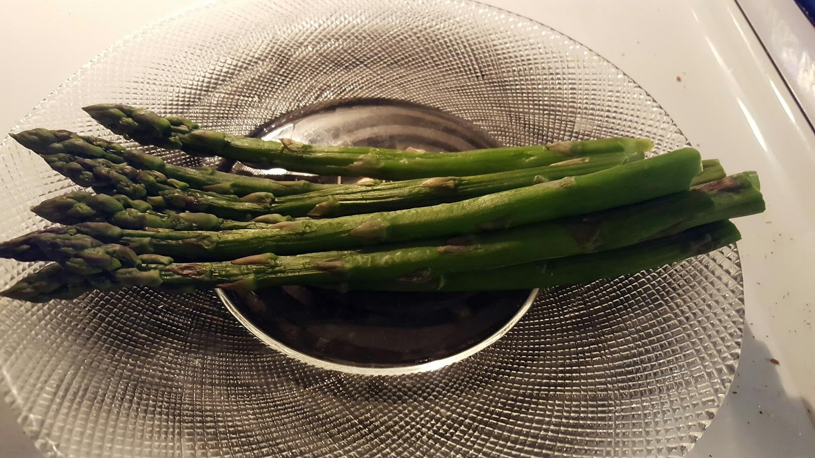 how to make steamed asparagus in the microwave