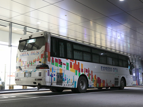 大分バス「トロピカル号」 42164 リア
