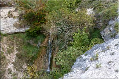 Pasamos junto a la cascada
