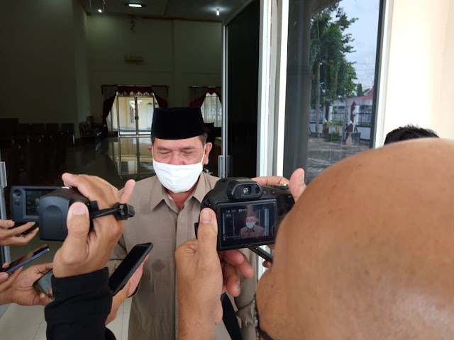 Pimpin Paripurna, Waket DPRD Barsel Sampaikan Jawaban