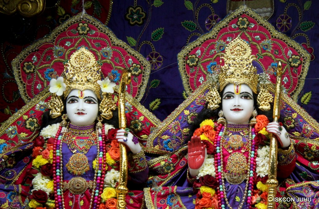 ISKCON Juhu Sringar Deity Darshan 20 Jan 2017 (25)