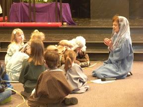 Shirley Bickel leads the children in prayer.