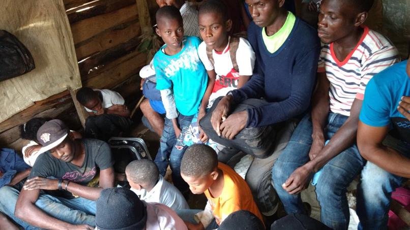 Miembros de la cuarta brigada del Ejército apresa 39 haitianos indocumentados en municipio Santa María
