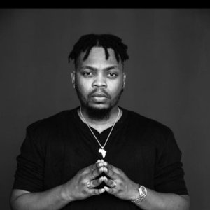 "Watch Moment Olamide Counter Attacked Thief Trying To Steal His Chain By Giving Him ""Smack Down"""