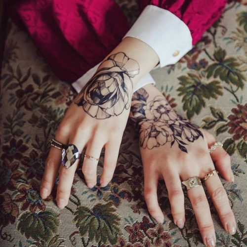 estes_sublime_flor_de_mo_tatuagens_para_mulheres