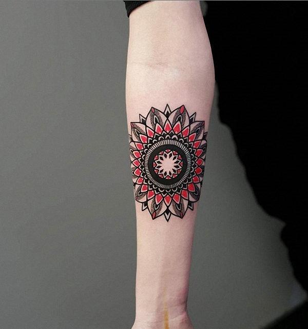 esta_mandala_tatuagem_com_tinta_vermelha