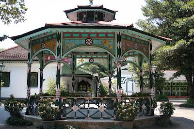 Kiosque à l'intérieur du palais