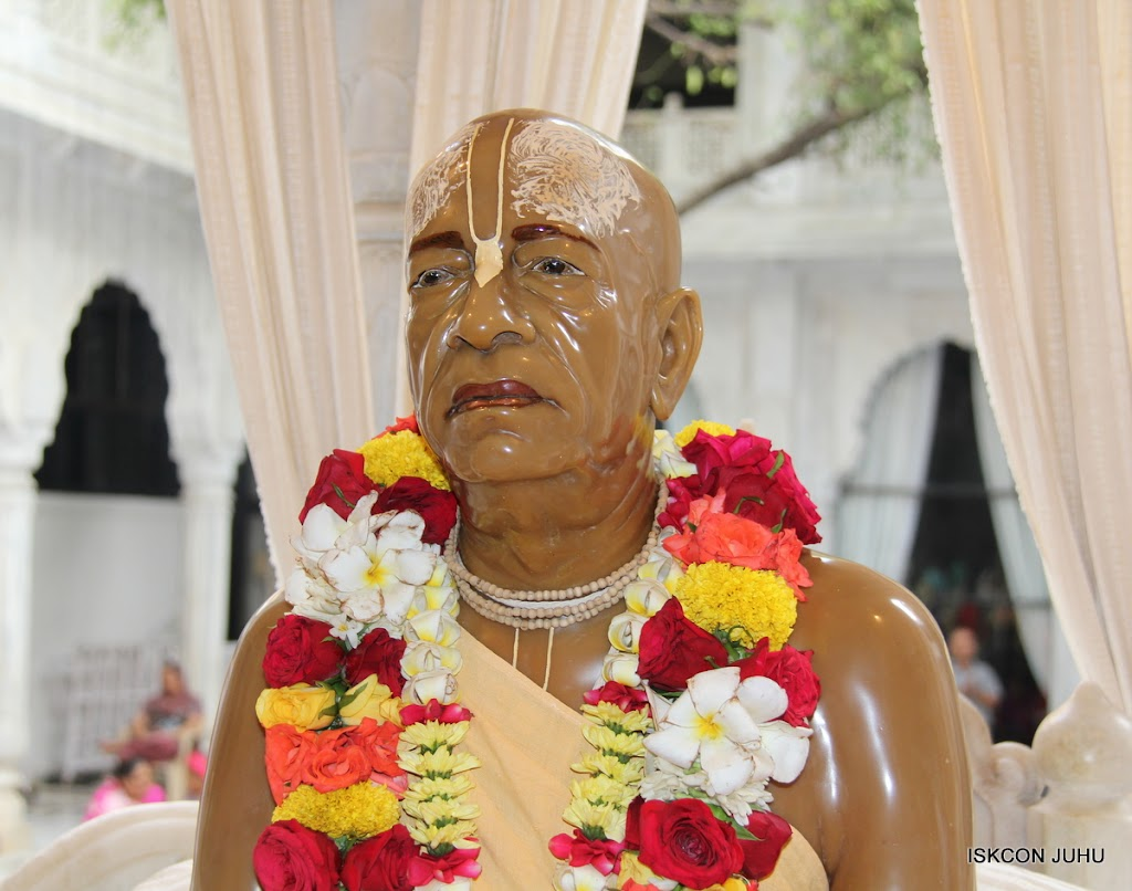 ISKCON Juhu Sringar Deity Darshan 10 Apr 16 (41)