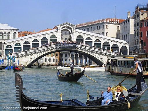 Венецианское воплощение мечты Манилова о каменном мосте на Большом канале с гондолами и вапоретто