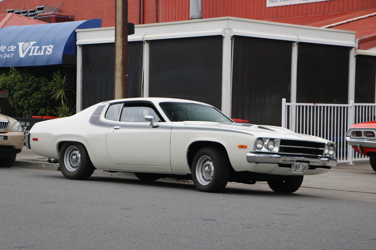 Plymouth RoadRunner 04.jpg