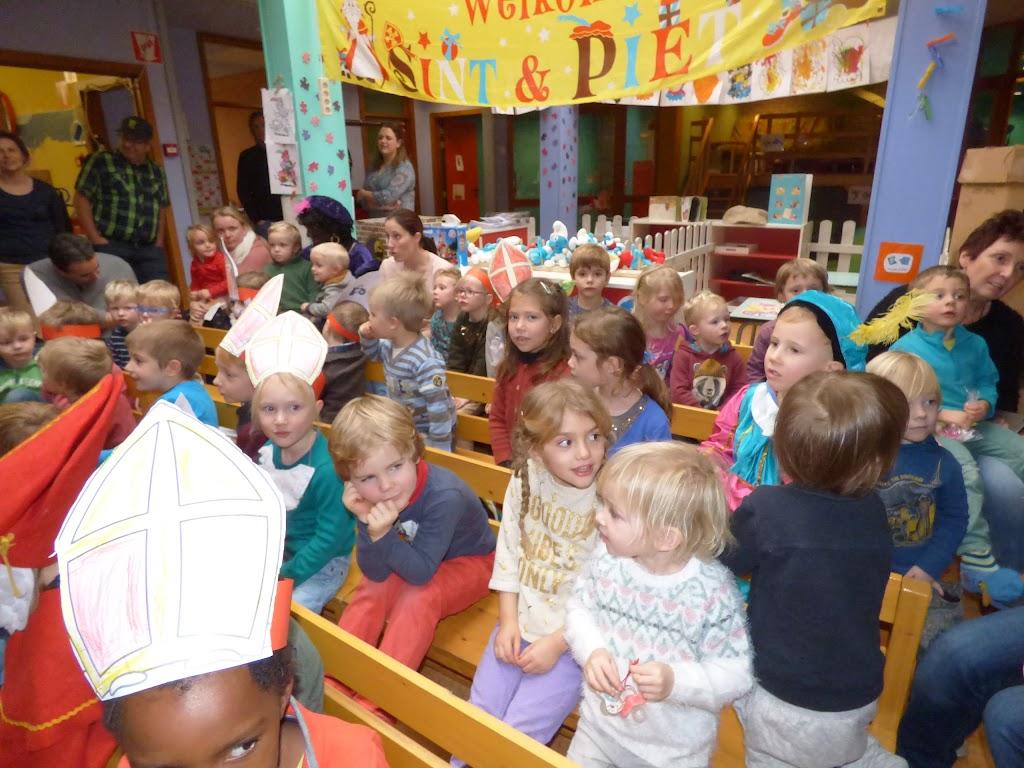 Sinterklaas op bezoek - P1060495.JPG