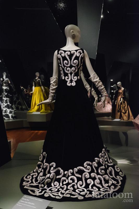 Oscar de la Renta for Pierre Balmain, Evening dress, Autumn/Winter 1999 - 2000.