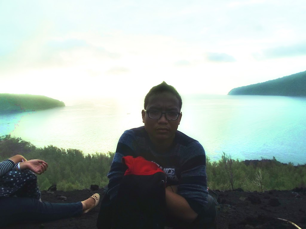 bass-ahmed-at-krakatoa-mountain-sunda-strait-indonesia-29-01-01-2012-045